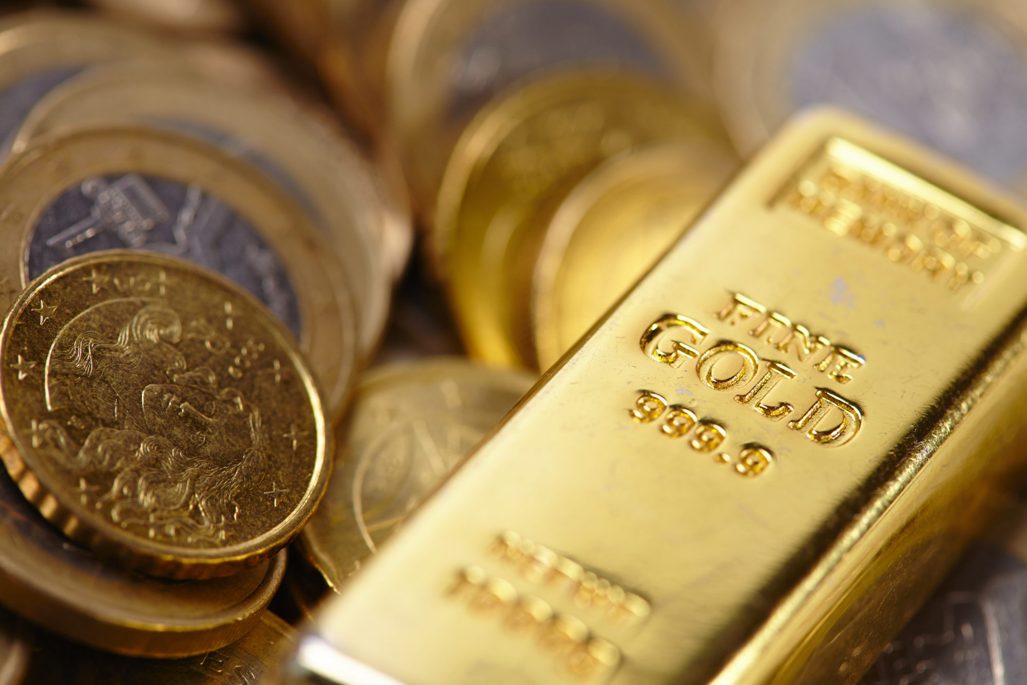 central bankers praise gold